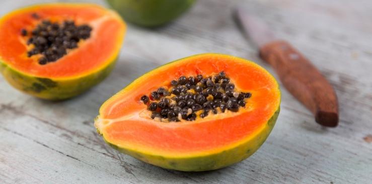 Papaya: properties and uses in herbal medicine
